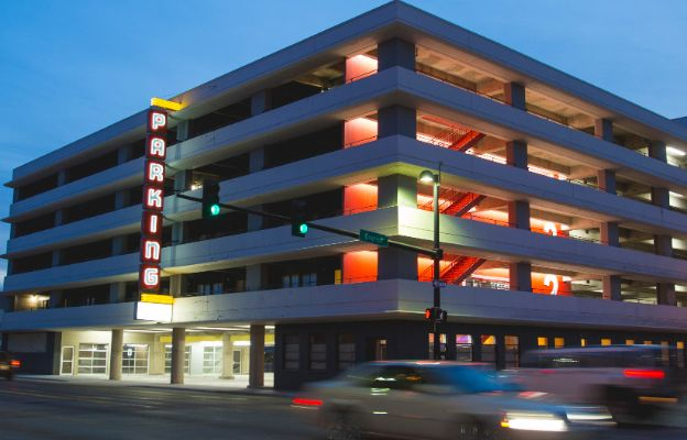 braodway autopark apartments in downtown wichita, kansas